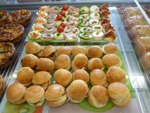 fiestas celebraciones cumpleaños eventos canape pastelitos brochetas