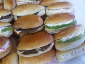 banquetes express coctel canapes petitbouche brochetas empanaditas